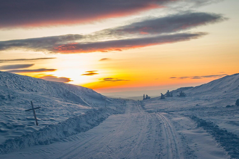 Solnedgångshäng i spåren kring Skurufjellet och Brofjellet