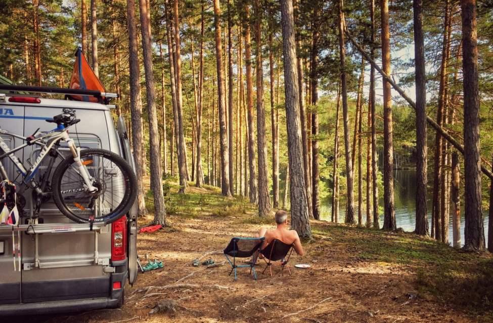 Gott häng i tallskogen efter bad i Försjön