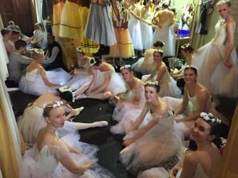 Fast ein Degas'sches Bild: Ausruhen zwischen den Akten der Aufführung