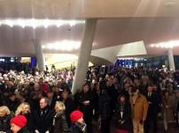 """Während die Besucher des """"Konzert für Hamburg"""" das Haus verlassen, wartet schon das Publikum der NDR Late Night auf Einlass"""