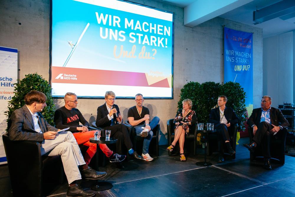 kakoii Geschäftsführer Stefan Mannes auf der Podium. Positive Begegnungen - Konferenz der DAH in Kassel