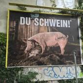 kakoii Public Art Space - Du Schwein - dadaistische Intervention im öffentlichen Raum