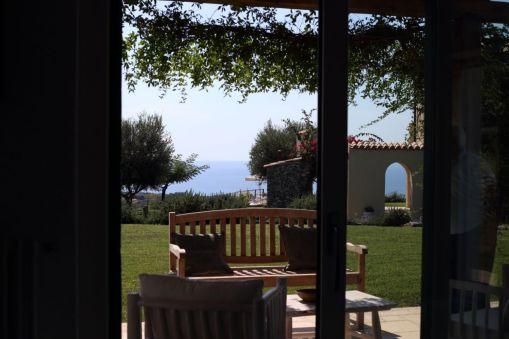 Blick auf Garten Ferienhaus Kalabrien