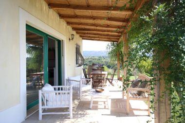 Terrasse vor Kalabrien Ferienhaus