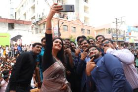 Actress Keerthi Suresh launches Happi Mobiles Store (10)