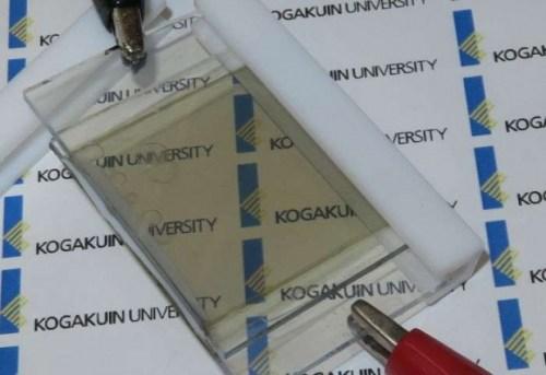 Полупрозрачна литий-йонна акумулаторна батерия, която може да се зарежда от светлината...