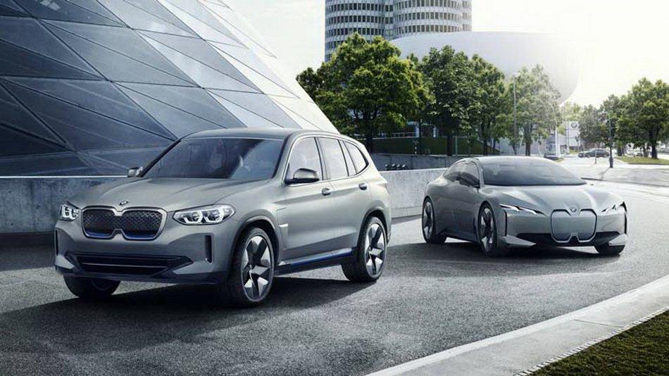 На автомобилното изложение в Пекин BMW представи изцяло електрическия кросоувър