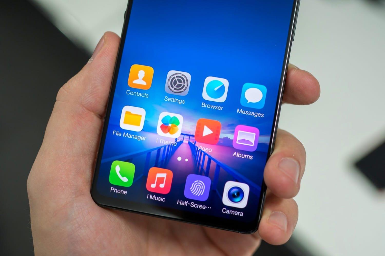 През месец февруари бе показан уникалния смартфон Vivo Apex.Телефонът има
