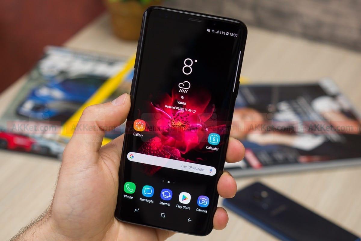 Специализираният уеб-портал SamMobile съобщи, че флагманският смартфон Galaxy S10 ще