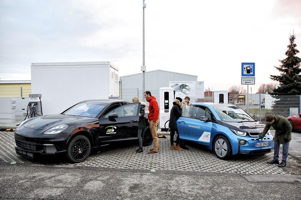 Стандартната зарядна система на Tesla зарежда акумулаторния блок до 80%