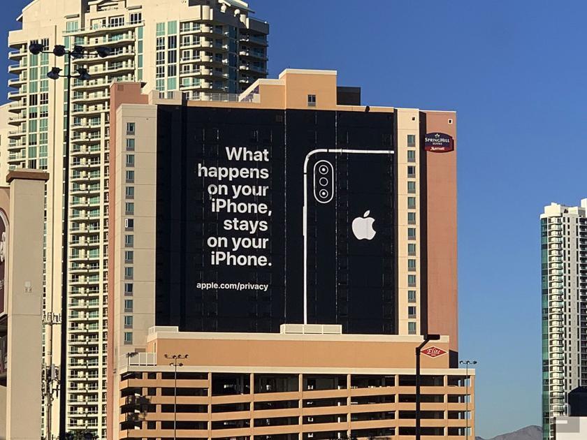 Американският технологичен гигант Apple нае едната стена на хотела SpringHills