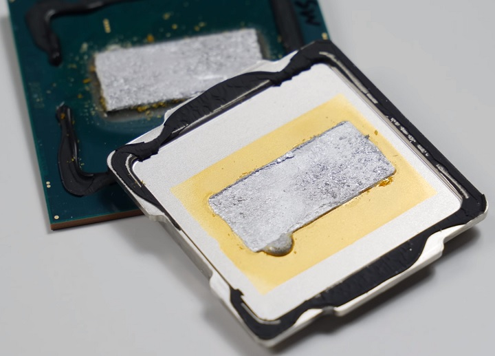 Снимка: В младшите процесори Intel Core от 9-то поколение отново се използва термична паста