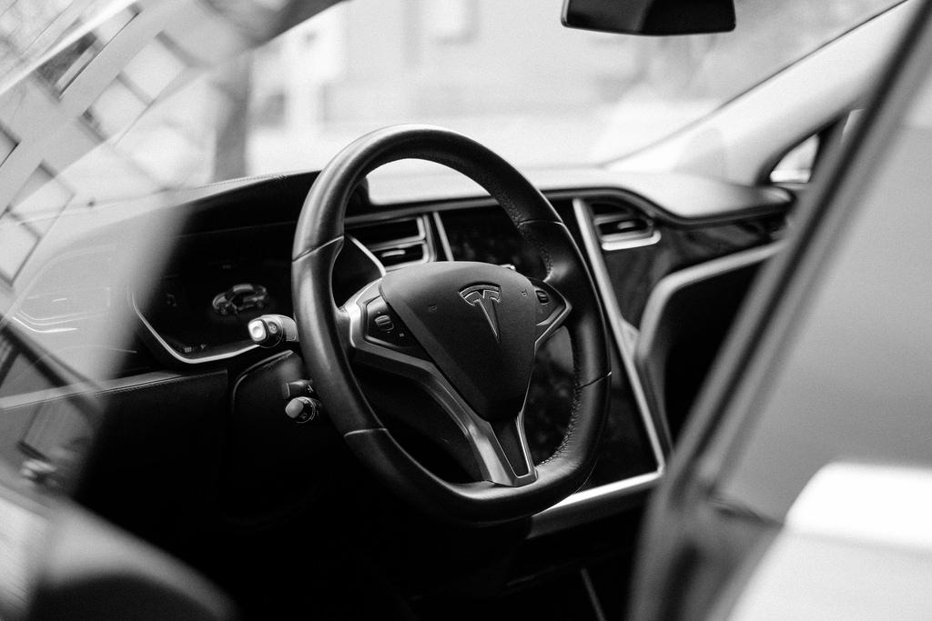 Изпълнителният директор на Tesla Илон Мъск обяви, че компанията съкращава