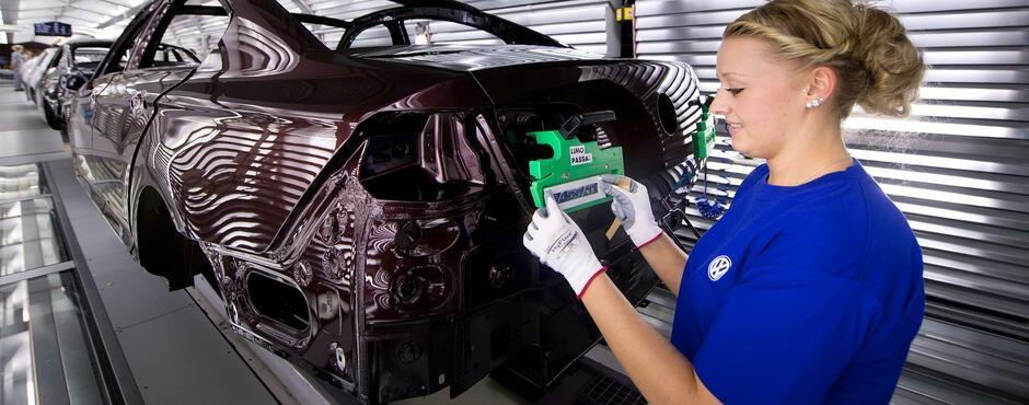 Германското издание Handelsblatt съобщи, че Volkswagen е променил производствените си