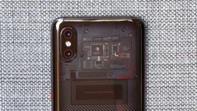 Гърба на Xiaomi Mi 8 Pro