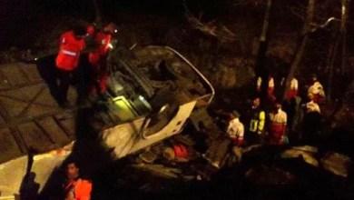 Photo of به دنبال واژگونی اتوبوس تهران ـ گنبد، ۲۰ نفر جان باختند