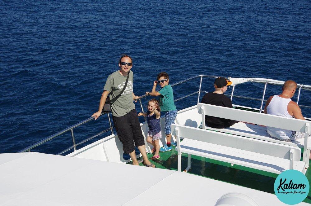 Famille sur bateau