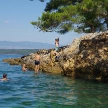 Premier saut de falaise de Liam en Croatie