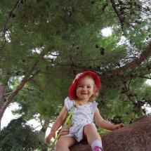 Petite Léonie très souriante