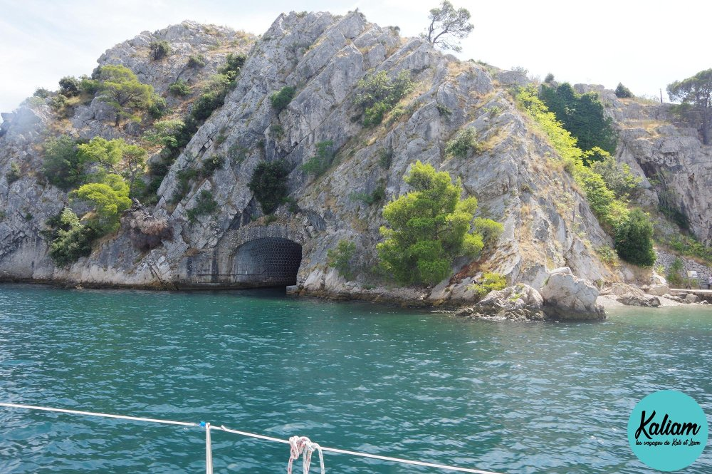 La grotte de Batman ou james bond?