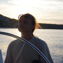 Capitaine Mathieu avec lunettes de soleil de jess