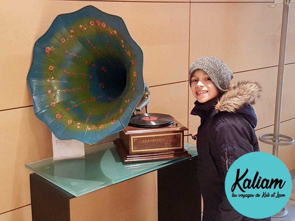 Dans le salle d'attente de RTL, quelques photos souvenir!