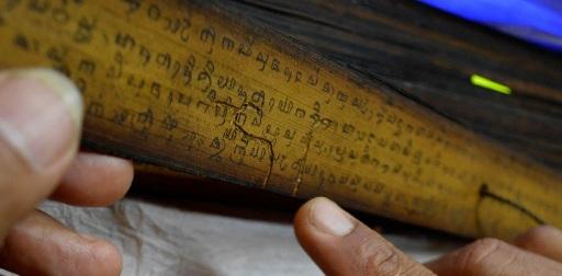 Koleksi naskah merapi merbabu dengan aksara gunung atau budha