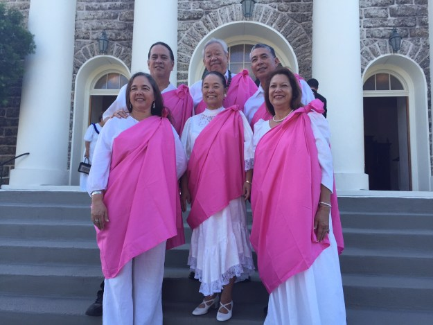 Members of the Kalihi Palama Hawaiian Civic Club, wearing club-color pink kīhei, paused on the steps of Kawaiahaʻo Church this morning. Hauʻoli lā Hānau e Prince Kūhiō! (Mar. 26)