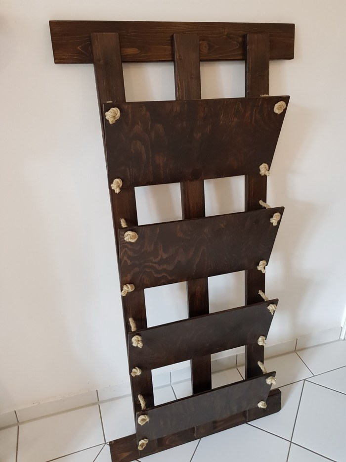 diy-newspaper-rack-finished