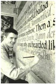 Beschriftung des Haller Globe Theaters durch Matthias Gröschke