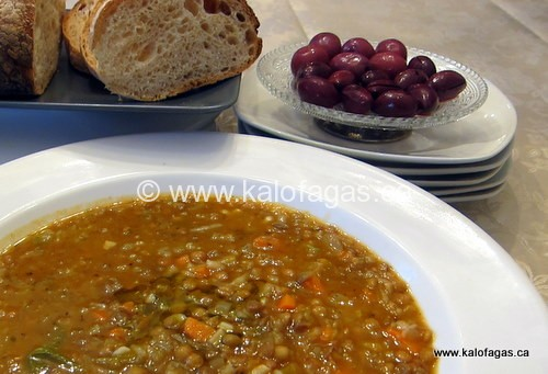 Greek Lentil Soup (Fakkes)