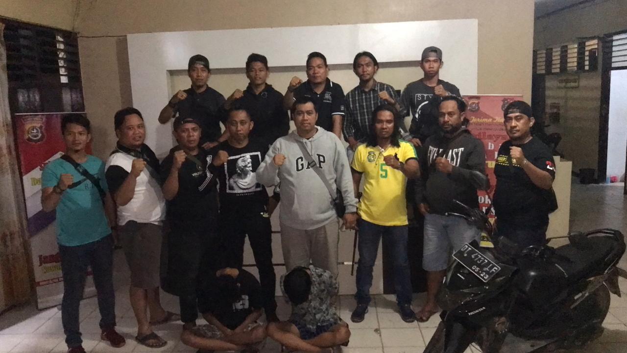 Ketgam : Tim Buser77 Polres Kota Kendari bersama anggota Intelmob Polda Sultra saat mengamankan dua orang pelaku begal