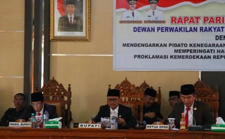 Ketgam : Irham Kalenggo saat memimpin Rapat Paripurna