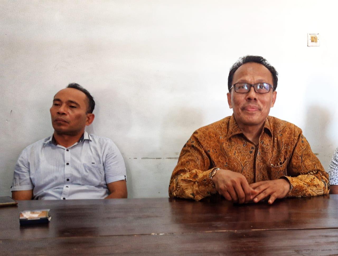 Ketgam : Bakal Calon Bupati Muna, Syarifuddin Udu didampingi ketua tim Muna bangkit Amin Rambega