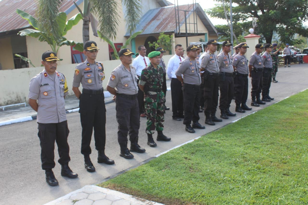 Ketgam : Apel pasukan pengamanan pelantikan Presidendan Wakil Presiden RI di lapangan Mapolres Konsel.