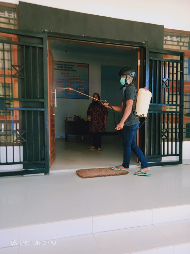 Ketgam : Penyemprotan Desinfectant di sejumlah instansi pemerintah daerah Koltim
