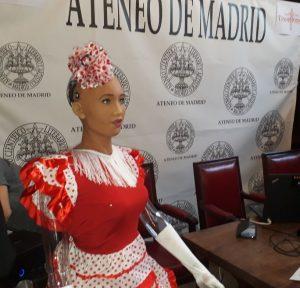 La robot Sophia en el congreso TransVision en Madrid.
