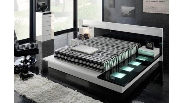 Kamar tidur modern hitam