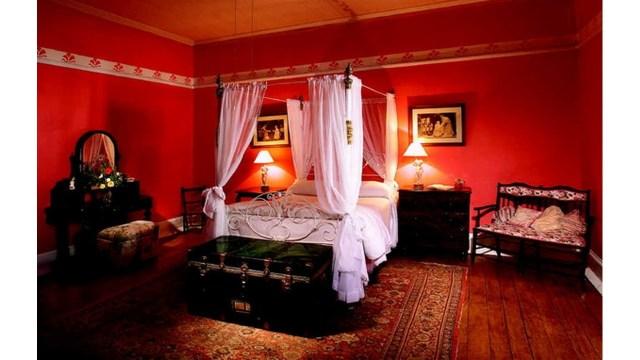 Kamar tidur unik kelambu