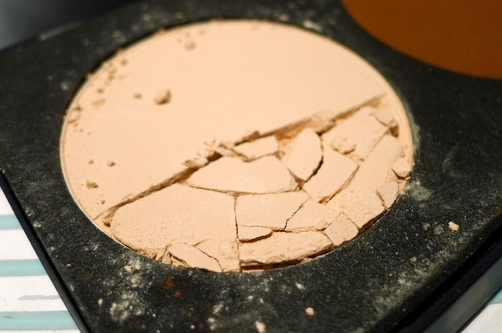 DIY Tutorial How To Prevent Your Powder Makeup From Breaking In Your Handbag