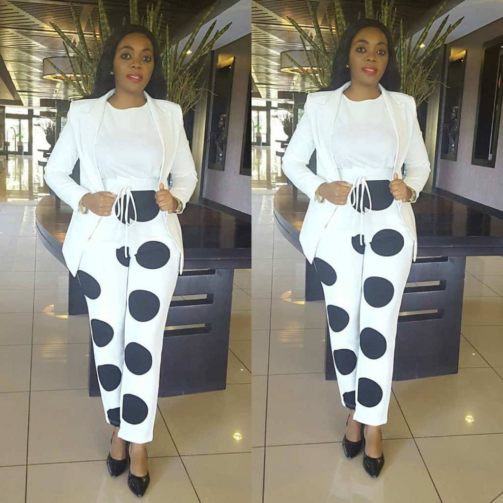 Look 1: @annamuro29's monochrome trouser is bold and chic! It is perfect for work, and she matches it well with her white blouse and blazer