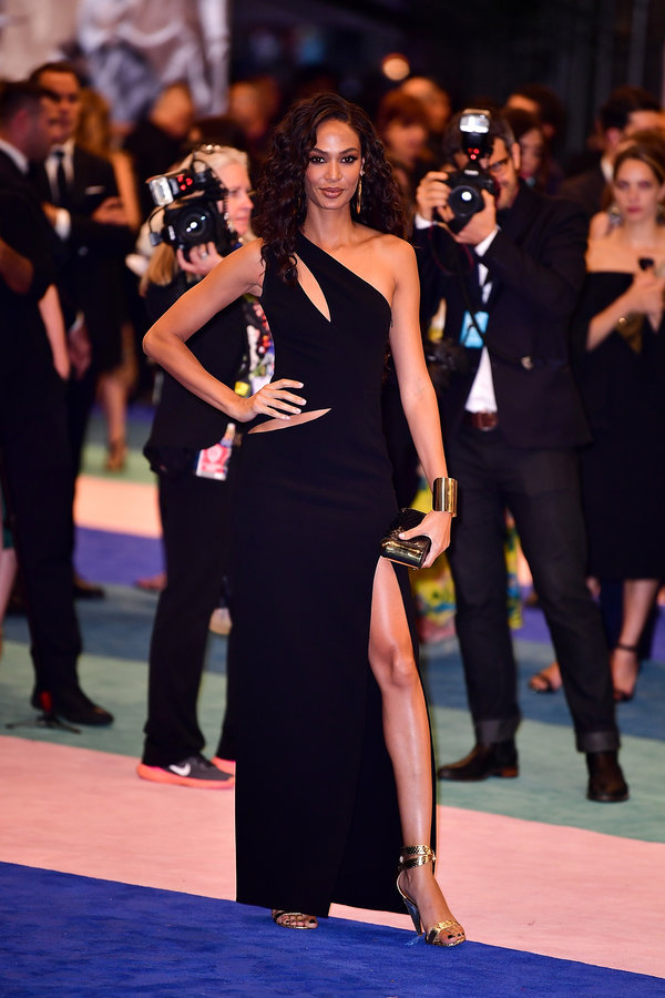 NEW YORK, NY - JUNE 05:  Joan Smalls arrives to the 2017 CFDA Fashion Awards at Hammerstein Ballroom on June 5, 2017 in New York City.  (Photo by James Devaney/GC Images)