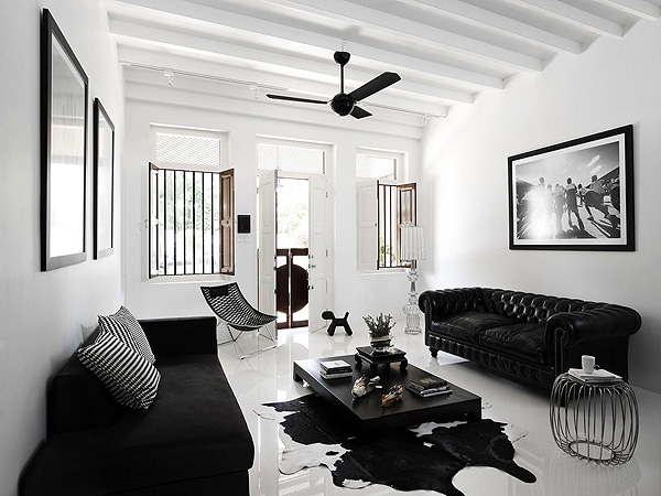 Redecorating White Spaces - Black and White On Kamdora 2017 5