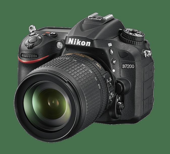PÅ NETT: Nikon D7200 har innebygd støtte for trådløse nettverk og kan dessuten overføre bilder via NFC-berøring. (Foto: Nikon)
