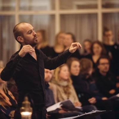 Jonathan Ploeg, dirigent Kamerkoor JIP. © Felipe Pipi