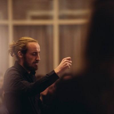 Imre Ploeg, dirigent Kamerkoor JIP. © Felipe Pipi