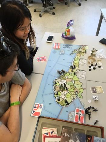 Det er alltid hyggelig når det er noen jenter som vil være med å spille strategispill