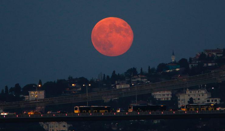 Dikkat! Süper Ay Geliyor. Süper Ay nedir?