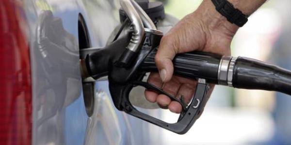 Benzinin litre fiyatına 8 kuruş zam