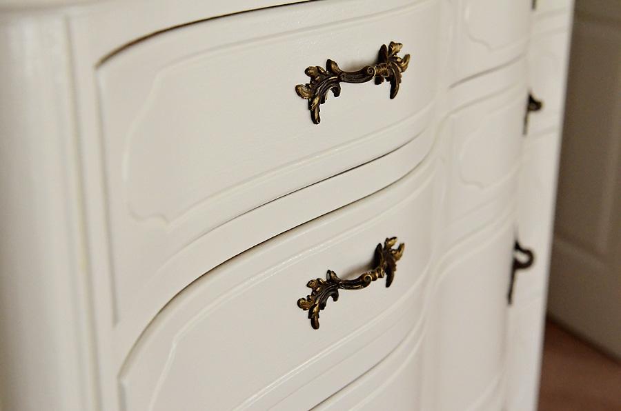 Painted-serpentine-dresser-3